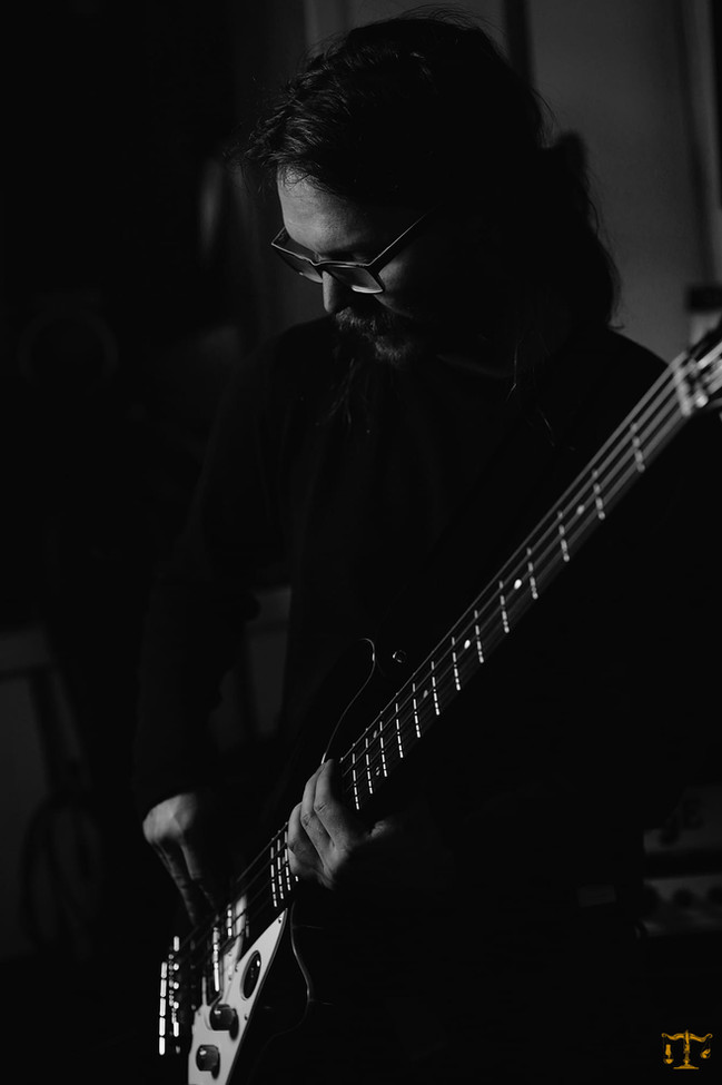 Christo Stangness/bass