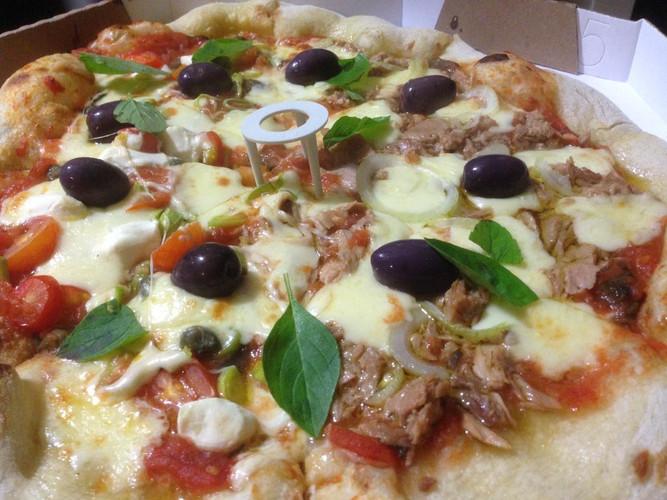 Pizza de Atum e Mozzarela Especial