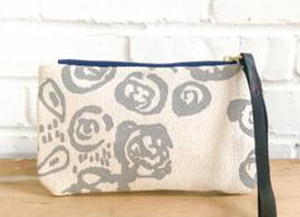 RAINY DAY VIVIAN WRISTLET ZIPPER BAG