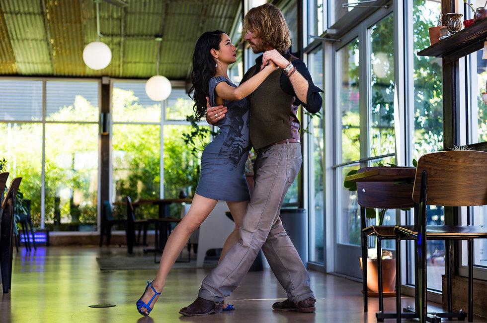 online.tango.lessons.8thstyletango.jpg