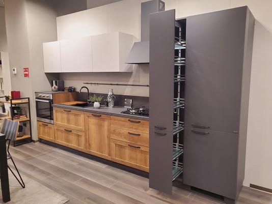 Colonna dispensa e frigorifero