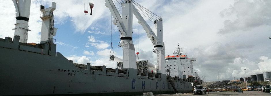 Offloading wind turbine blades and parts at KPA.jpg