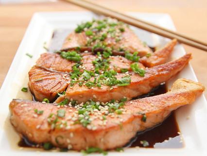 Il consumo abituale di pesce, specie se grasso, riduce il rischio cardiovascolare anche tra coloro c