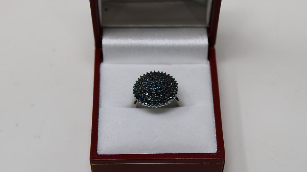 10KT White Gold with Blue Diamonds Size 5