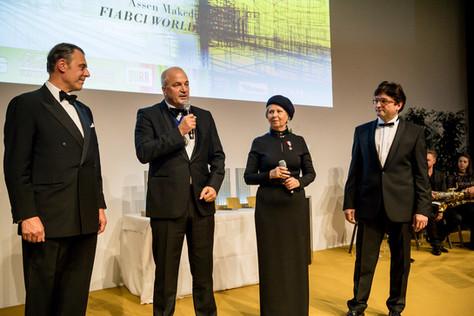 Dr. Eugen Otto (FIABCI) mit FIABCI Weltpräsidenten Assen Makedonov, Schirmherrin KR Brigitte Jank und MMag. Anton Holzapfel (ÖVI)