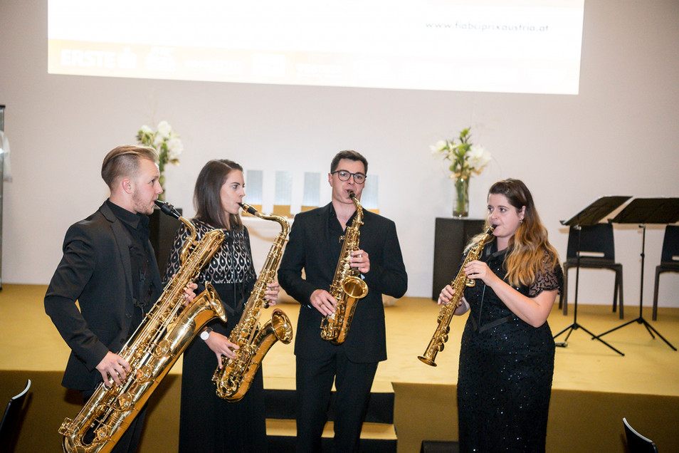 Musikalische Unterhaltung durch das AUREUM Saxophon Quartett