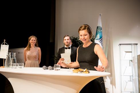 Sandra Nova (FIABCI), Bernhard Soucek (ÖVI) mit der Moderatorin des Abends Sandra Baierl (IMMOKurier)
