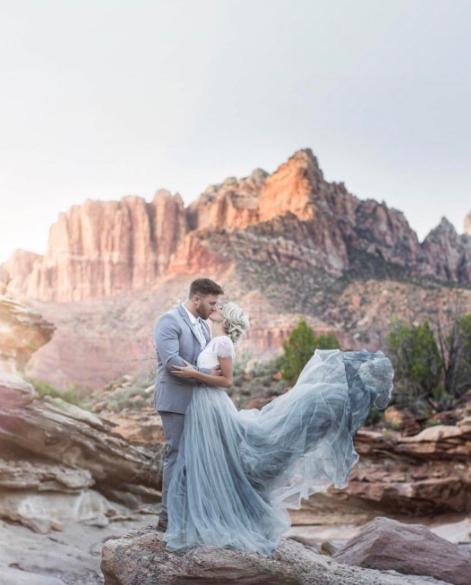 Blaues Brautkleid
