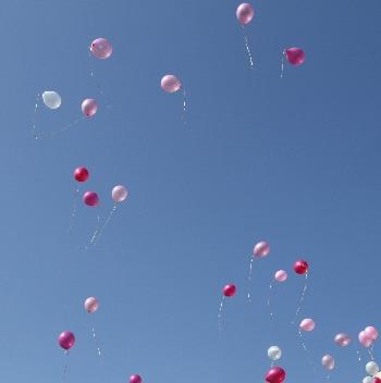 Ballons steigen lassen