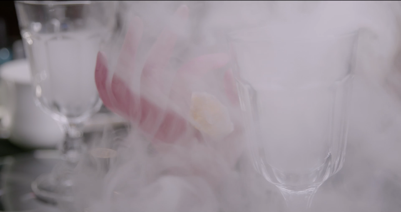Smoke Die Manikuristas Divina Kuan