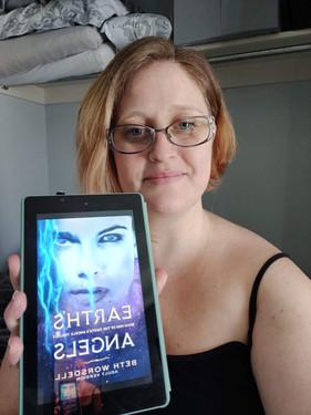 Jennifer Mills earth's angels book selfi