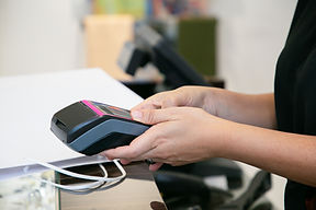 cashier-or-seller-operating-payment-proc