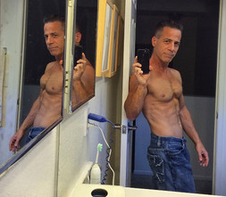 Michael Robert Lawrence Fitness Selfie 15