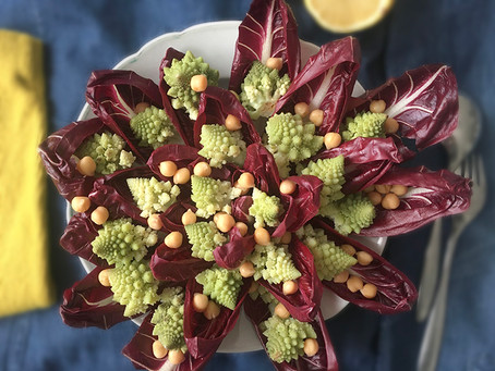 Insalata invernale, radicchio, cavolfiore, legumi
