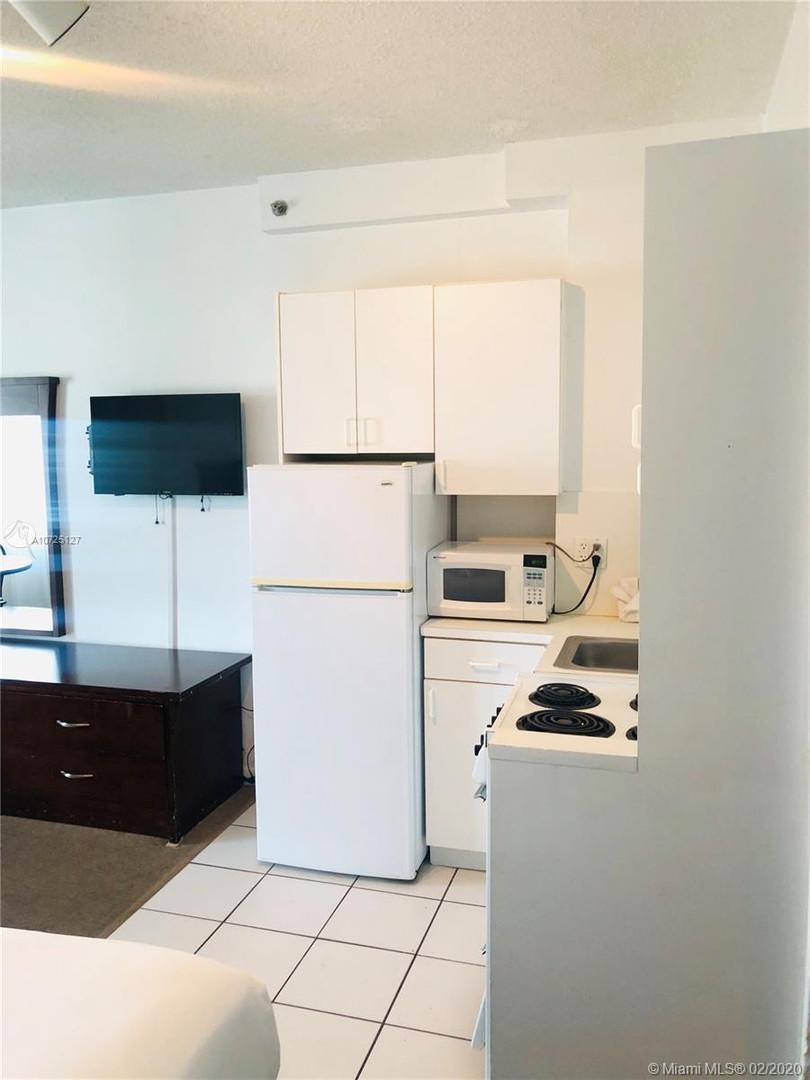6345 Collins Ave Apt 915 - Casablanca Hotel - Miami Beach - For Sale