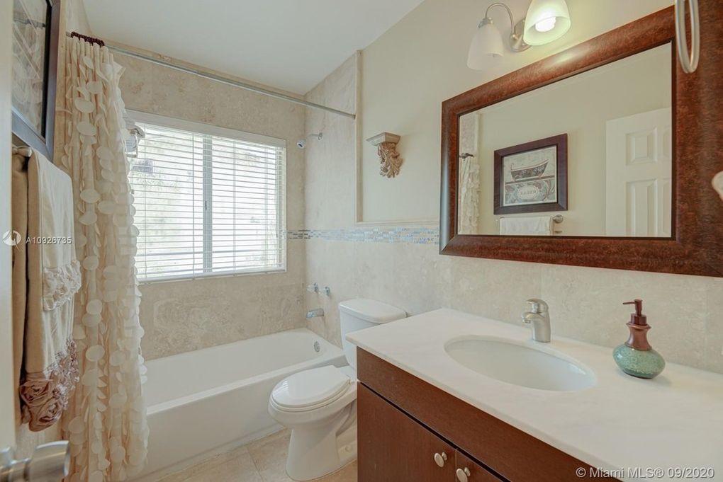 10324 NW 130 St Hialeah Gardens, FL 33018