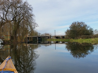 A Little Paddle to Wansford for lunch. (Well, Sandwiches and a Mug of Tea!)