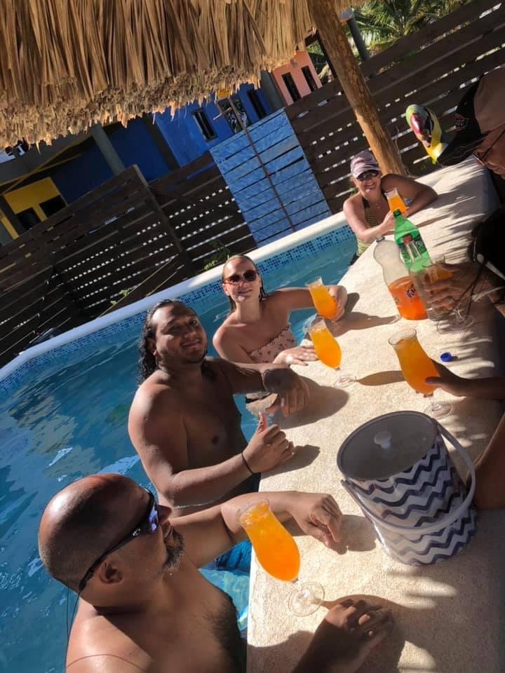 Ocean Breeze - Swimup pool bar