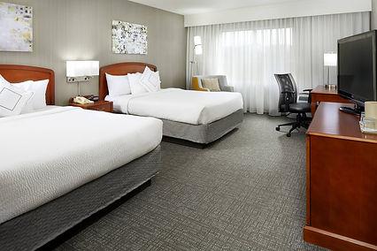 ewred-guestroom-0058-hor-clsc_R.jpg
