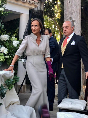 Madrina mantilla y vestido plata