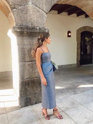Vestido de invitada a medida en gris