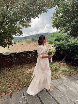 Vestido de novia a medida con flores bordadas