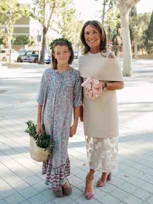 Vestido de invitada a medida en tonos beige para la madre de la novia. Diseño de Poydel