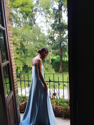 Vestido de invitada a medida largo en azul. Diseño de Poydel