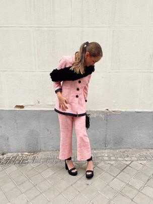 Invitada traje chanel rosa