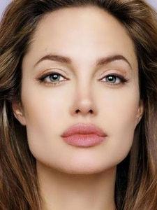 7 Makeup Hacks To Make Your Lips Look Bigger