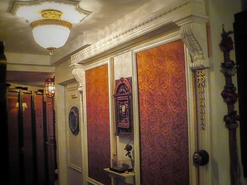 Titanic Room of Stephan Asselin with Titanic clock and chandelier.