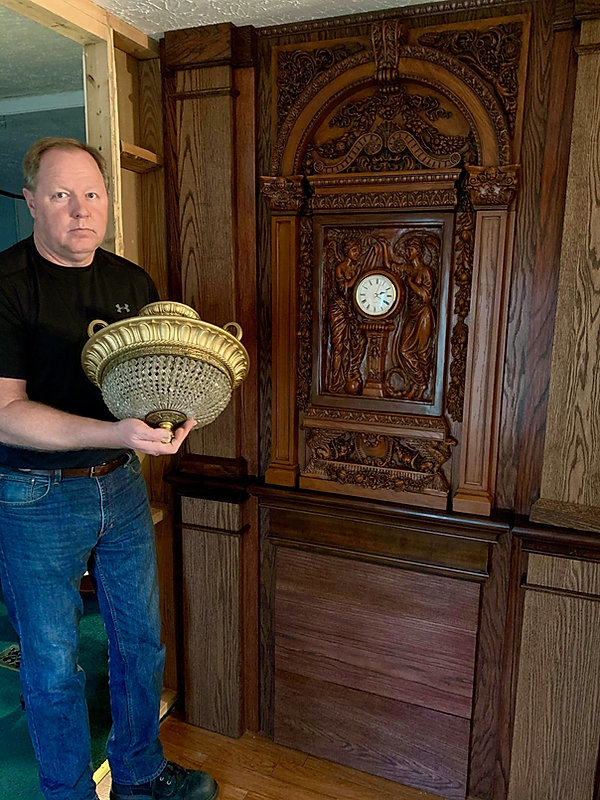 Titanic collector Steve Hurst with clock sculpted by Alan St George.jpeg