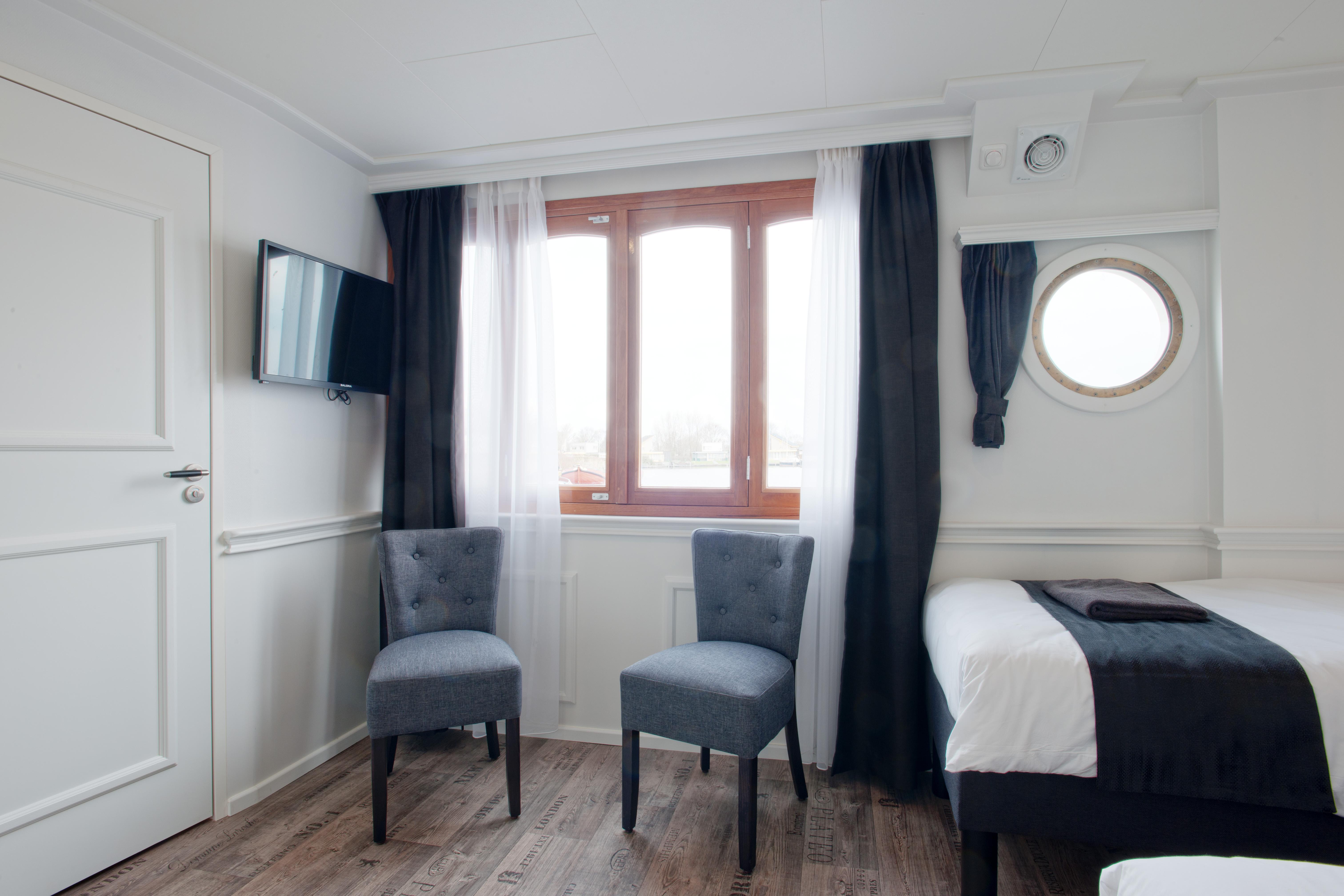 Suite Sitting
