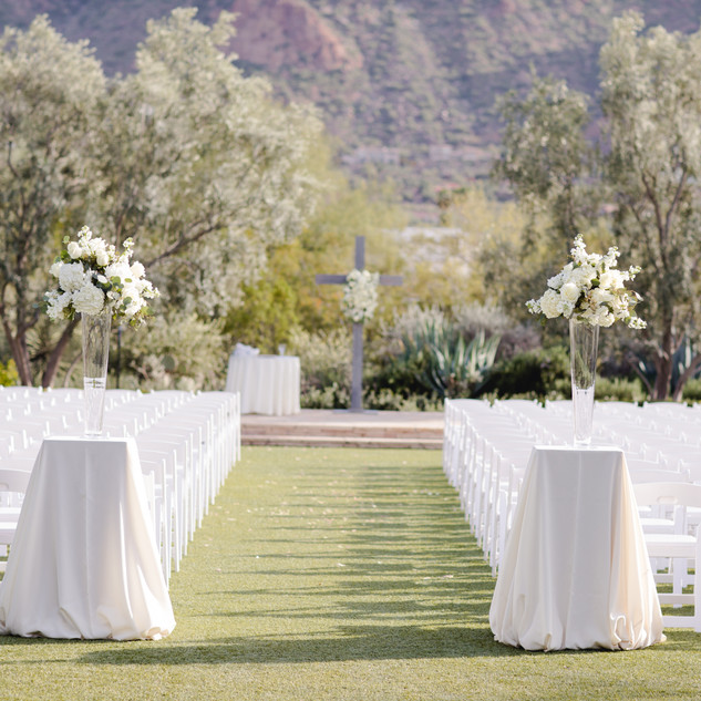 ceremony decor_camelback mountain_scotts