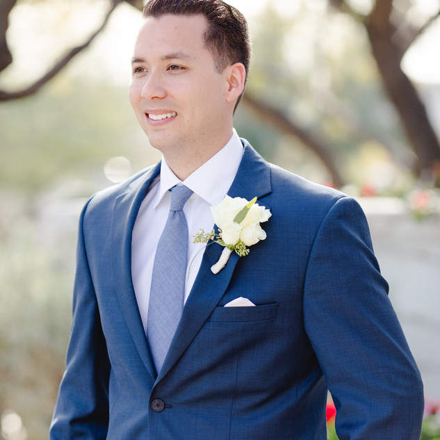 Groom boutonniere_white boutonniere