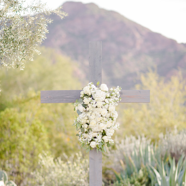 ceremony decor_wedding cross_ceremony fl