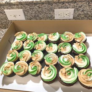 Camo themed cupcakes
