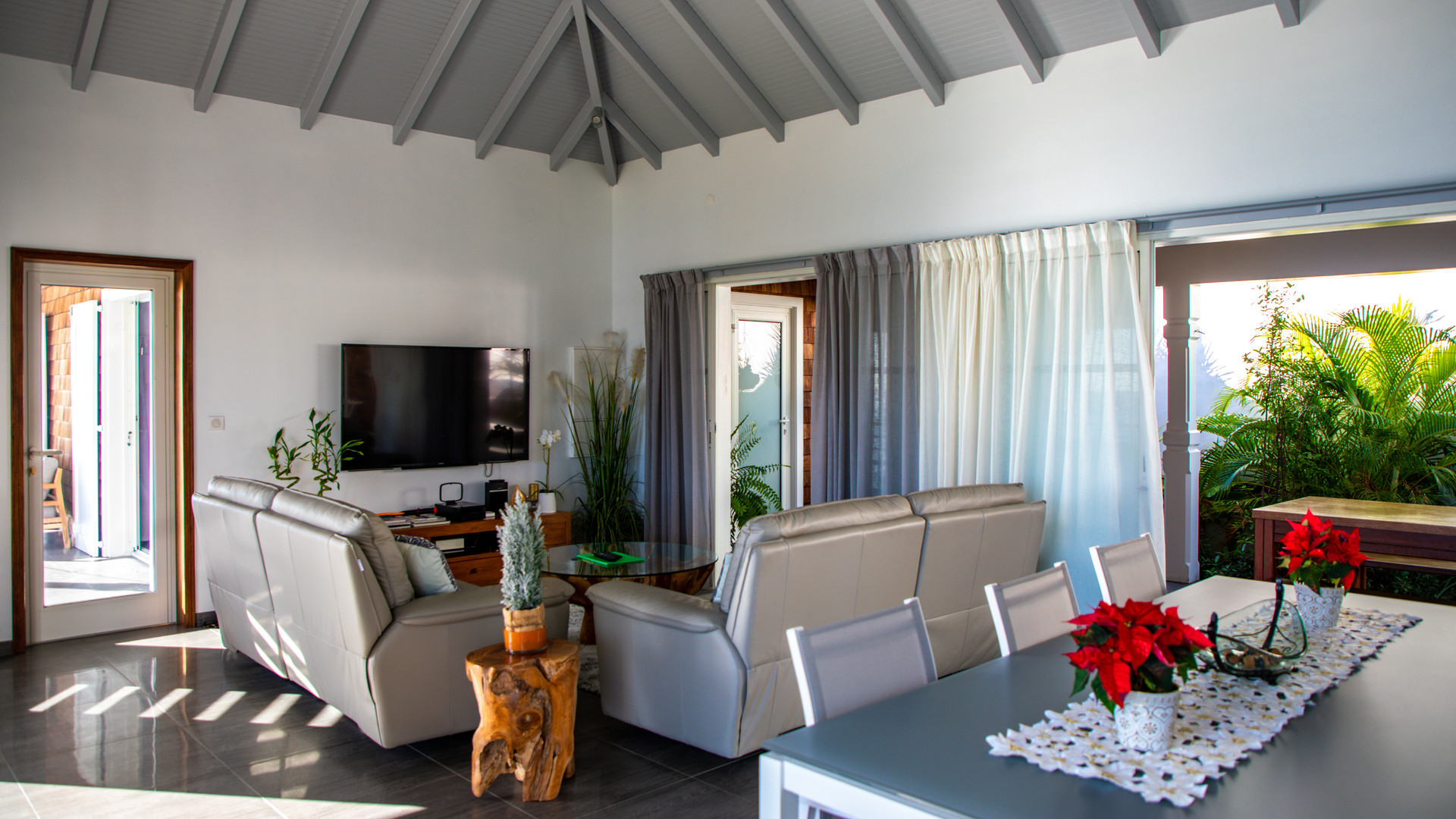stbarth-villa-pleasure-sea-view-living-r