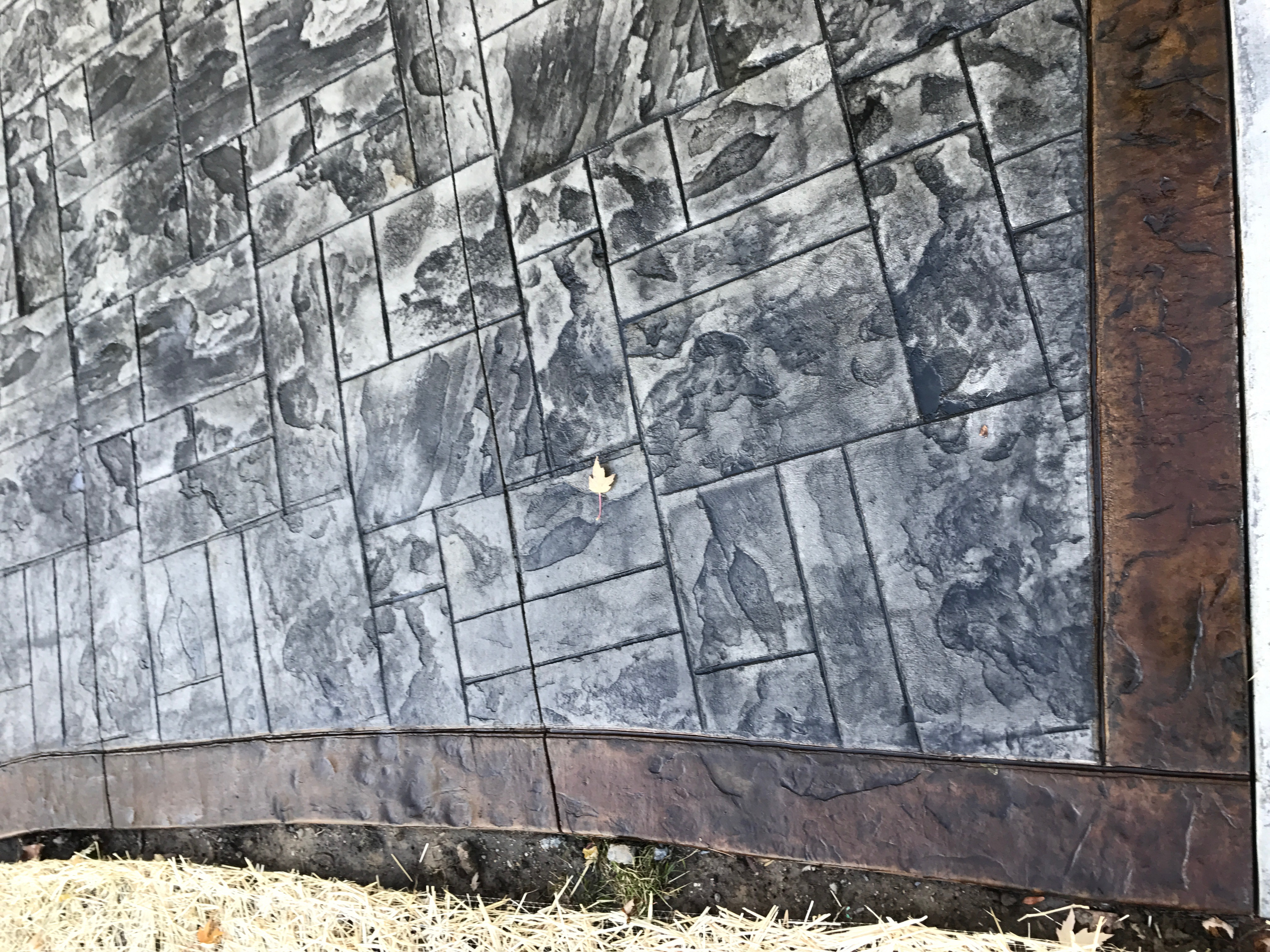 Ashler Slate Brown Stain Border