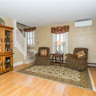Traditional Living Room - Home Staging
