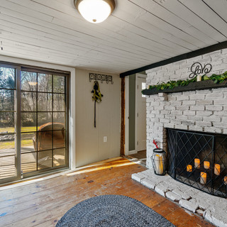 Farmhouse Living Room - Home Staging