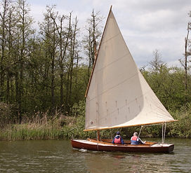 Balanced lugsail dinghy