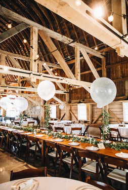 barn-balloons-reception-blue-heron-barn