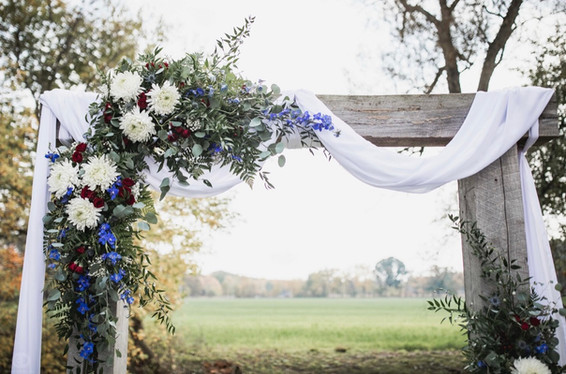 Flowers-barn-beam-arch-blue-heron-barn