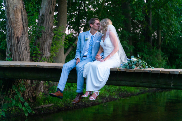 bride-groom-kiss-bridge.jpg