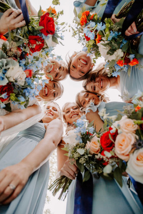 bride-bridal-party-bouqets-blue-heron-barn