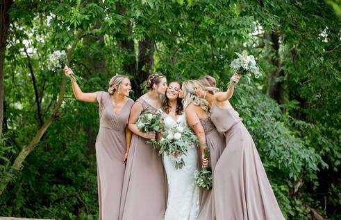 bride-bridesmaids-bridge