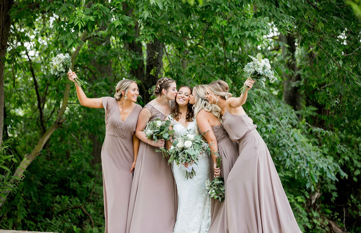 bride-bridesmaids-bridge