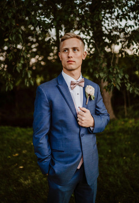 groom-blue-heron-barn