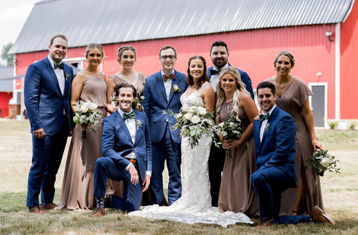 bridal-party-red-barn